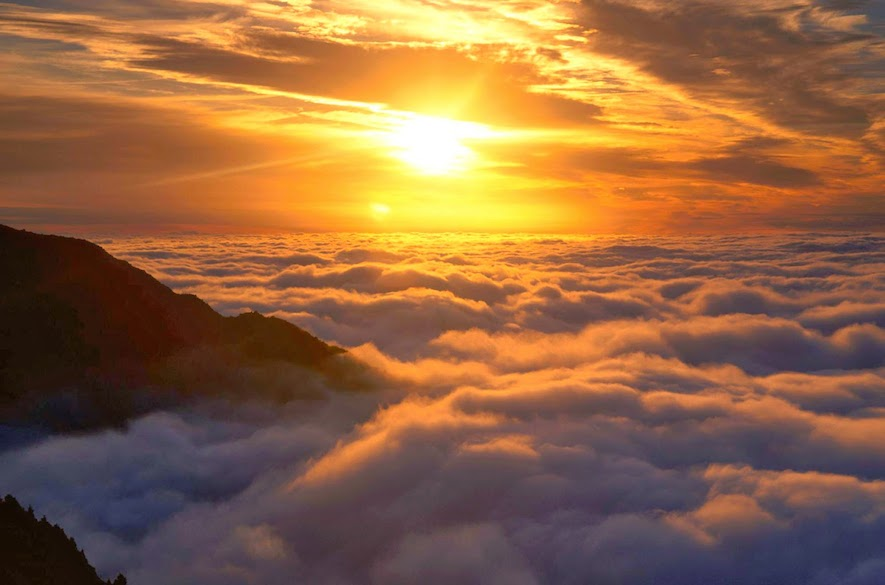 Sunrise-Above-The-Clouds-1